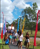 Students walking along pathway at Welcome Week