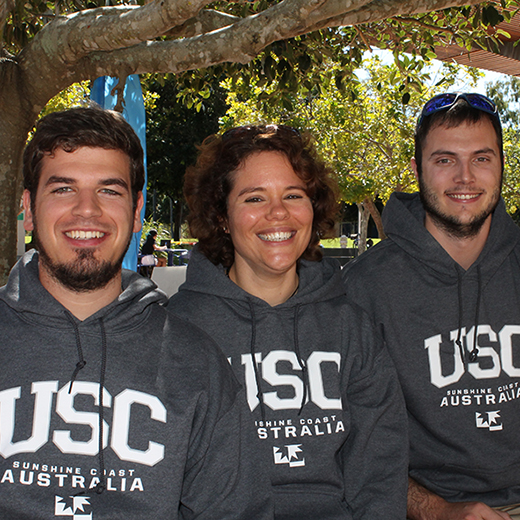 Students Thomas Nafzger (l-r), Ramona Winiger and Gian-Luca Reinhard get ready for Snow Unigames