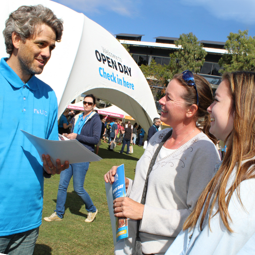 Lecturer in Journalism Peter English talks about journalism with Jodie and Mika Francis of Kenilworth at USC's Open Day