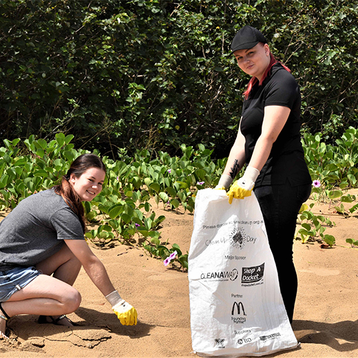 USC Animal Ecology students Jessica Sellke and Rheanna Brett clear rubbish from Hervey Bay's beaches